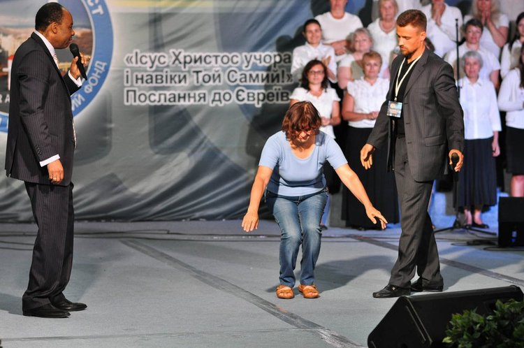 This lady for six years had sciatica and she couldn`t squat for that reason. God healed her.