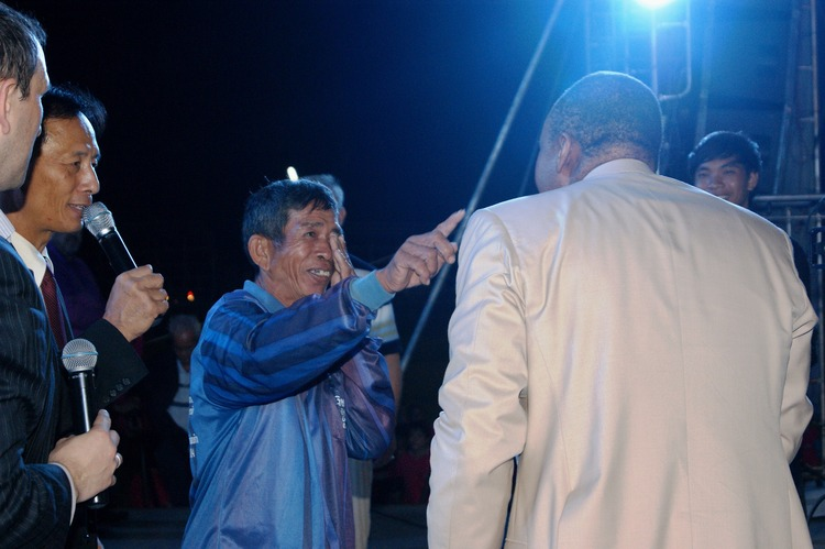 This man could not see with his right eye because of cataracts. Jesus healed him!