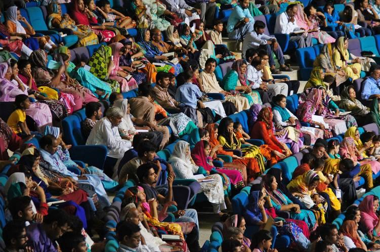 Более 2500 пасторов и лидеров присутствовали на первом служении