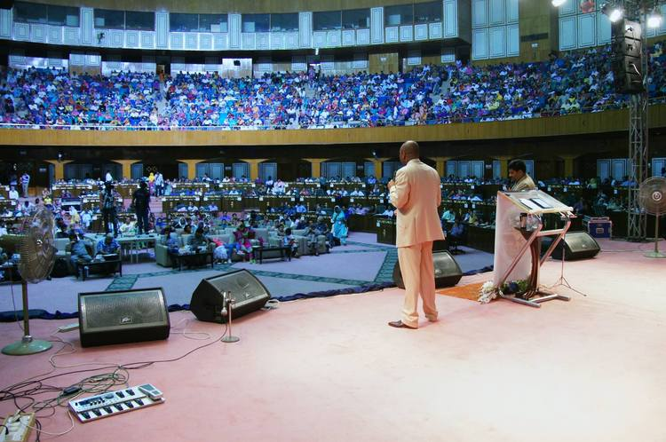 Preaching the Gospel to more than 2500 christian pastors and leaders from all the Pakistan in Islamabad