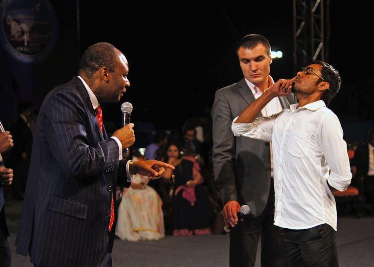 Этот мужчина не мог дышать носом (одной ноздрей) на протяжении 20 лет. Во время молитвы его нос открылся, и он начал свободно дышать!