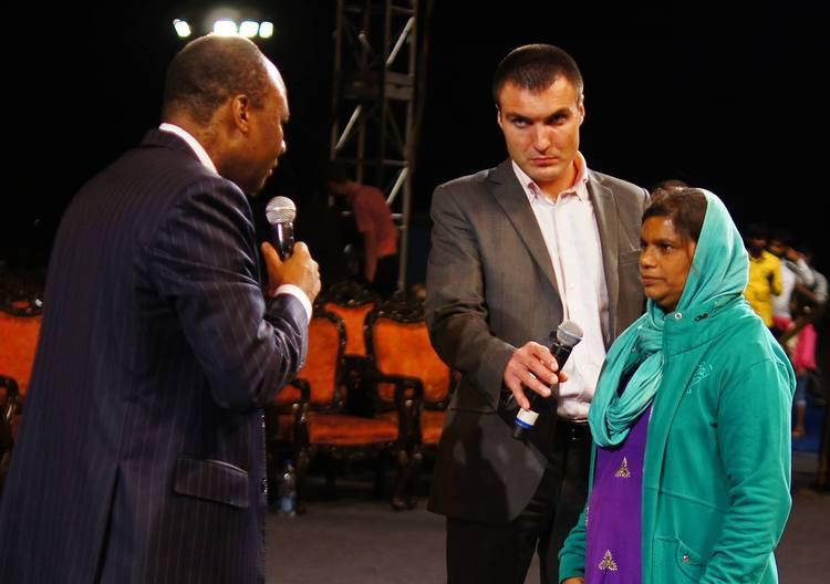 У этой женщины был зуд от стоп до поясницы. Сегодня во время молитвы Бог исцелил ее, зуд  исчез!