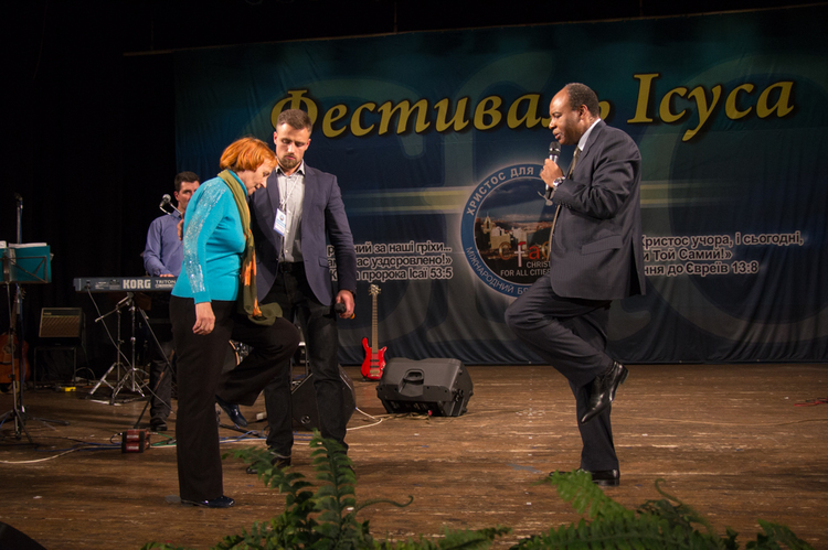 Tamara could not lift her legs for 1,5 months. Praise the Lord, she was healed!