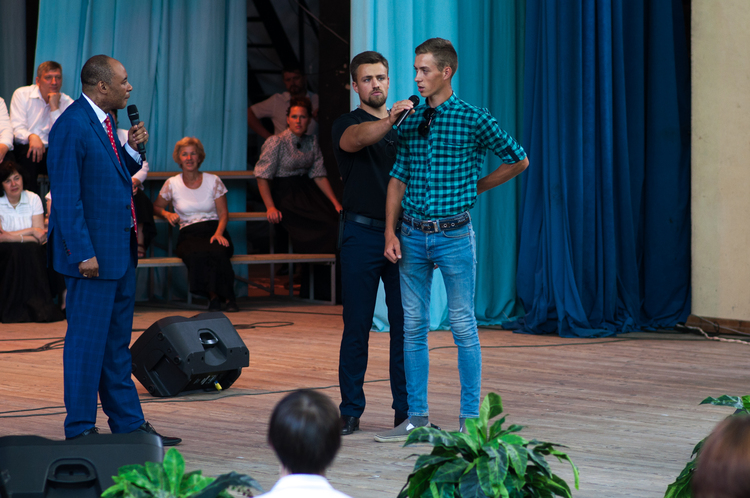 Yuriy injured his back four years ago, his nerve was pinched, and he could not straighten himself up. During the prayer the pain has completely gone!