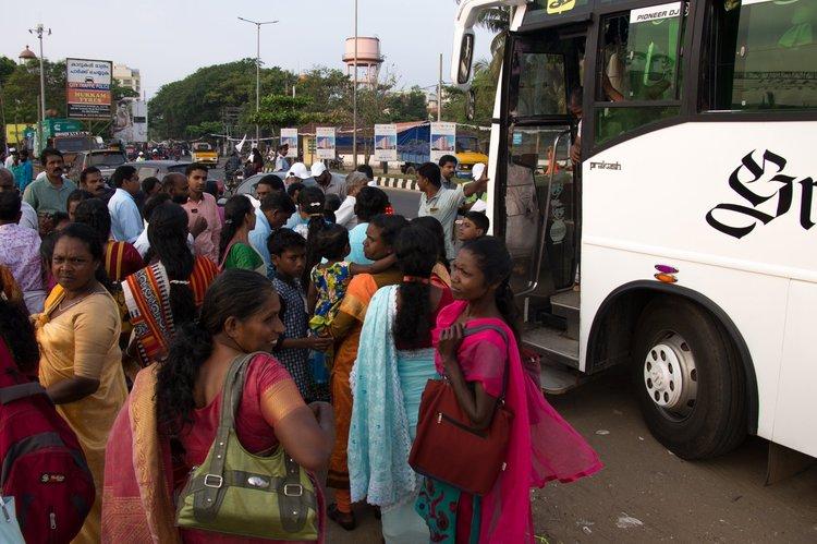 Людей из ближайших провинций привозили автобусами специально на служение Фестиваля Иисуса