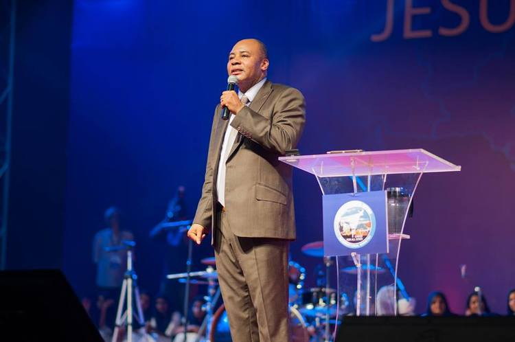Pastor Henry urged everyone to forbid storms to influence families, work, health, and business