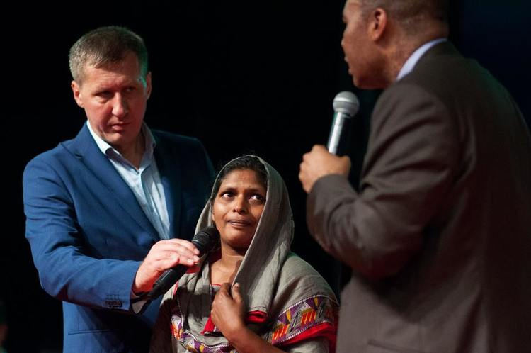 For 1 year this woman suffered from a growth on her breast. During the prayer it disappeared!