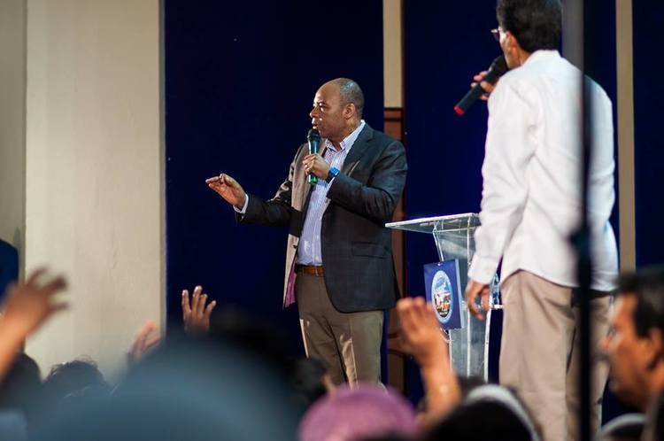 At the end of the service, pastor Henry prayed for the people, laid hands on pastors and proclaimed the blessing of expansion into their lives.