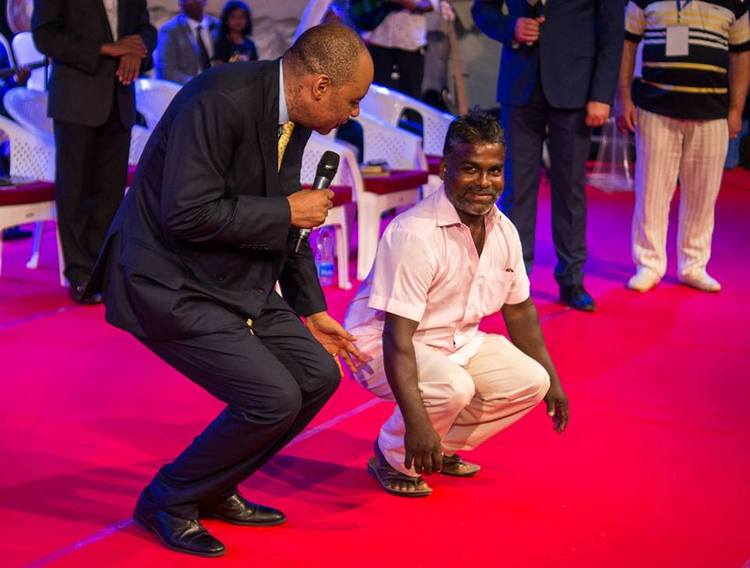 This man had severe knee pain for 4 years. During the prayer the pain has gone!