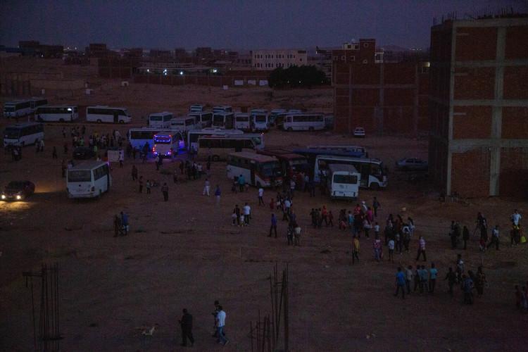 Всіх людей привезли на Фестиваль Ісуса автобусами з різних частин Каїра.