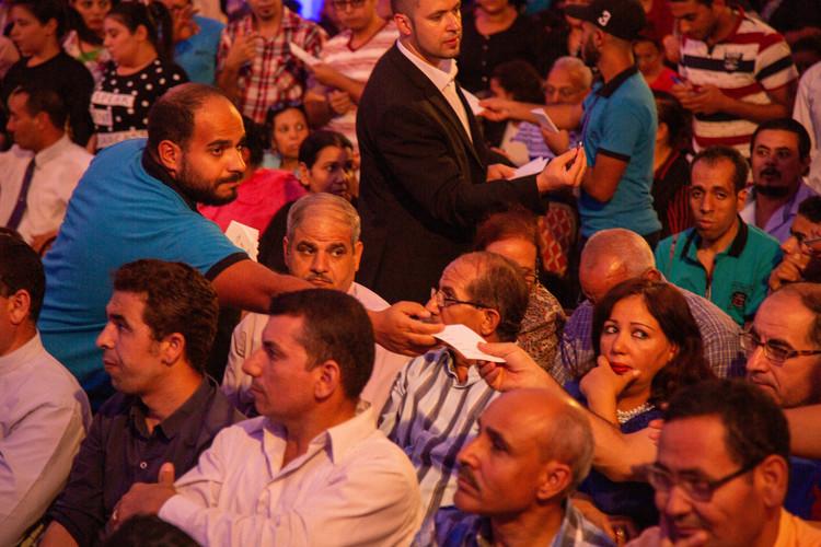 Завершуючи своє послання, пастор Генрі запросив людей помолитися молитвою покаяння, щоб вони стали Божими дітьми.