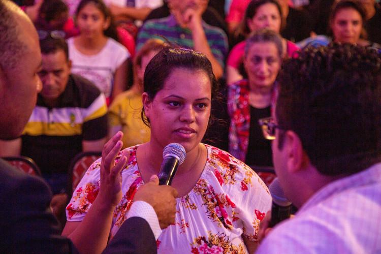 Люди отримували своє зцілення під час проповіді. У жінки був сильний головний біль, під час проповіді біль зник.